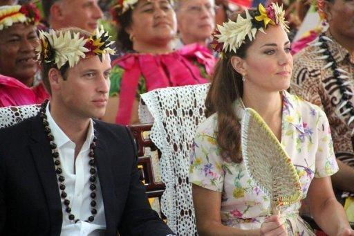 Prince William (L) and his wife Catherine attend a farewell ceremony in Tuvalu