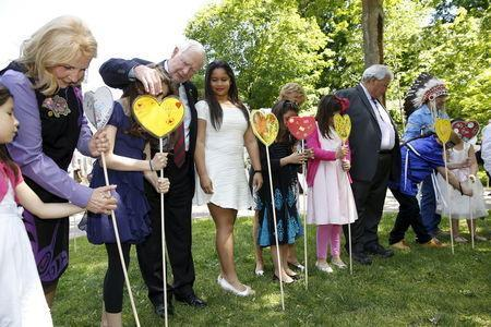 Commissioner Marie Wilson (L), Canada's Governor General David Johnston, Sharon Johnston, Justice Murray Sinclair, and Commissioner Chief Wilton Littlechild place heart shaped cards in the Heart Garden with school children during the Truth and Reconciliation Commission of Canada closing ceremony at Rideau Hall in Ottawa June 3, 2015. REUTERS/Blair Gable