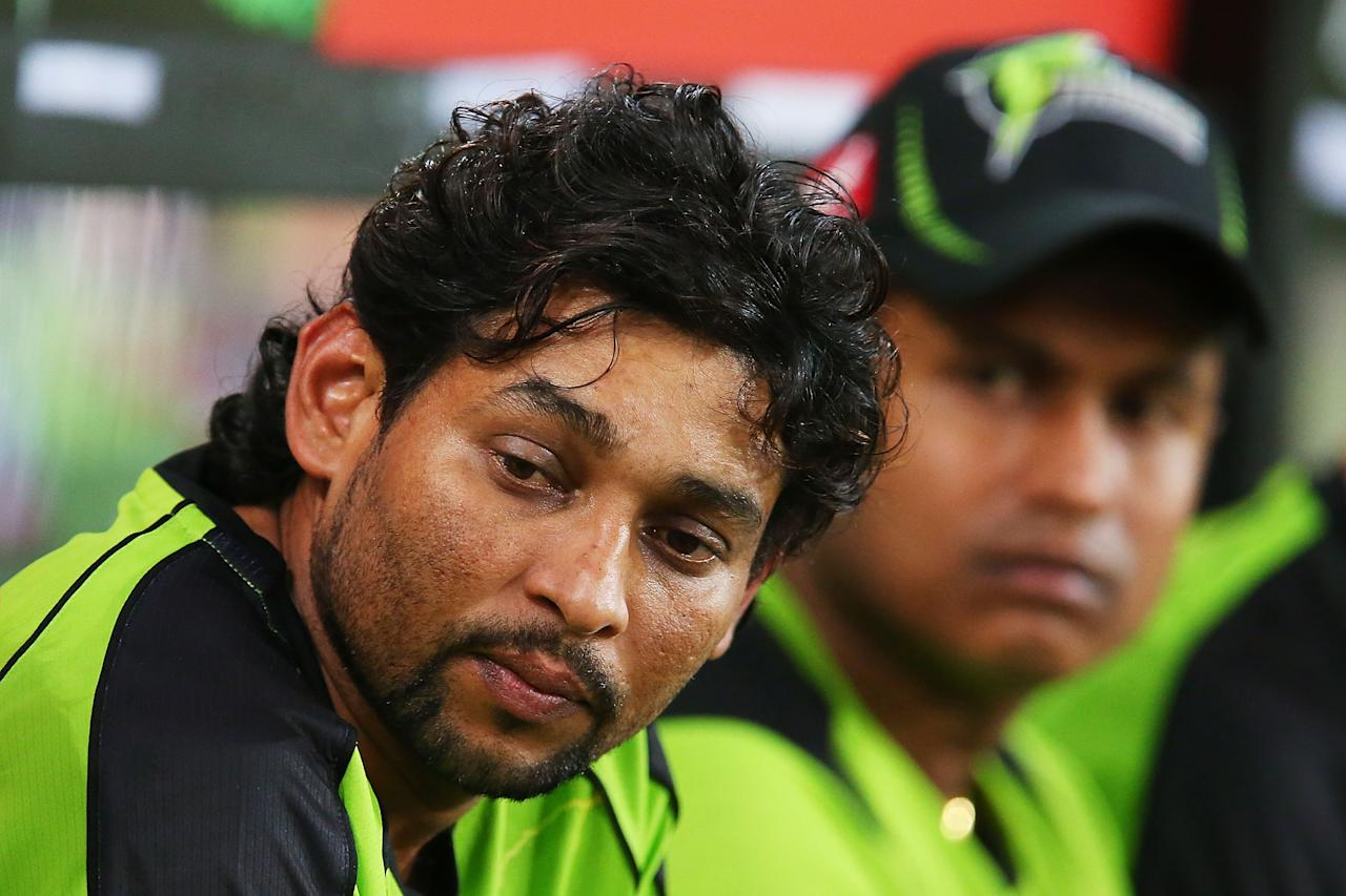 SYDNEY, AUSTRALIA - JANUARY 01:  Tillakaratne Dilshan of the Thunder looks on from the players seats during the Big Bash League match between Sydney Thunder and the Melbourne Stars at ANZ Stadium on January 1, 2014 in Sydney, Australia.  (Photo by Brendon Thorne/Getty Images)