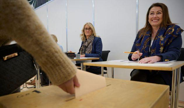 A woman casts a ballot at a polling station in Iceland's capital Reykjavikarea, in Gardabaer, on September 25, 2021, during the country's parliamentary elections to elect members of the Althing. (Photo by Halldor KOLBEINS / AFP) (Photo by HALLDOR KOLBEINS/AFP via Getty Images) (Photo: HALLDOR KOLBEINS via Getty Images)