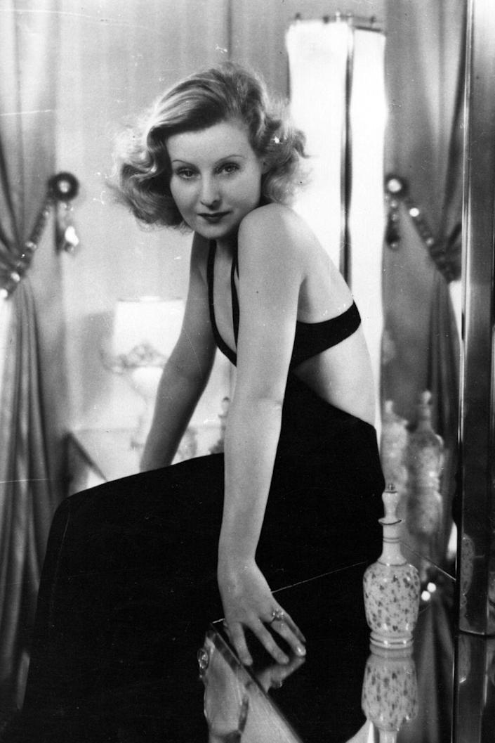 <p>Lilian Harvey strikes a pose on set in 1932. She starred alongside Cicely Courtneidge in <em>Happy Ever After </em>and mostly worked on German films (her father was German, while her mother was English).</p>