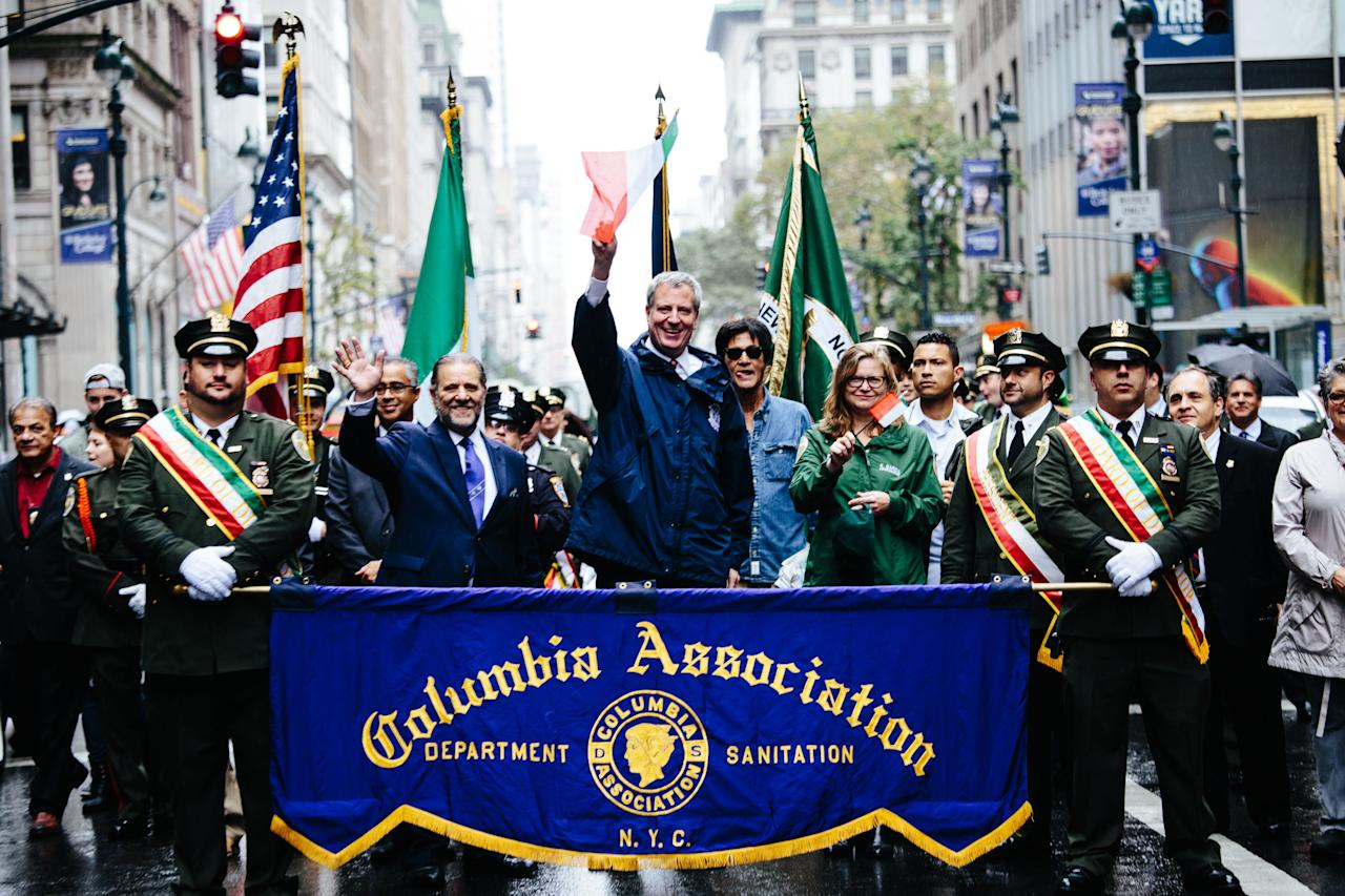 <p>New York City Major Bill de Blasio (C) takes part in the 73rd Annual Columbus Day Parade in New York, Oct. 9, 2017, celebrating the anniversary of Christopher Columbus's arrival in the Americas in 1492. (Photo: Alba Vigaray/EPA-EFE/REX/Shutterstock) </p>