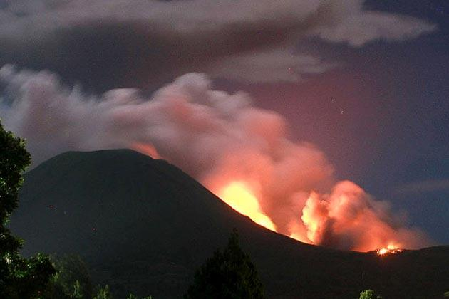 The Lokon volcano erupts near Tomohon on July 15, 2011. The Indonesian volcano erupted late July 14, spewing rocks, lava and ash hundreds of metres into the air, an official said, three days after its alert status was raised to the highest level. There has been a significant rise in volcanic activity at Mount Lokon on Sulawesi Island since June 9, prompting hundreds of people to evacuate the area. AFP PHOTO / TENGKU