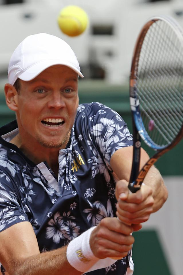 Tomas Berdych of the Czech Republic returns the ball during the fourth round match of the French Open tennis tournament against John Isner of the U.S. at the Roland Garros stadium, in Paris, France, Sunday, June 1, 2014. Berdych won in three sets 6-4, 6-4, 6-4. (AP Photo/Darko Vojinovic)