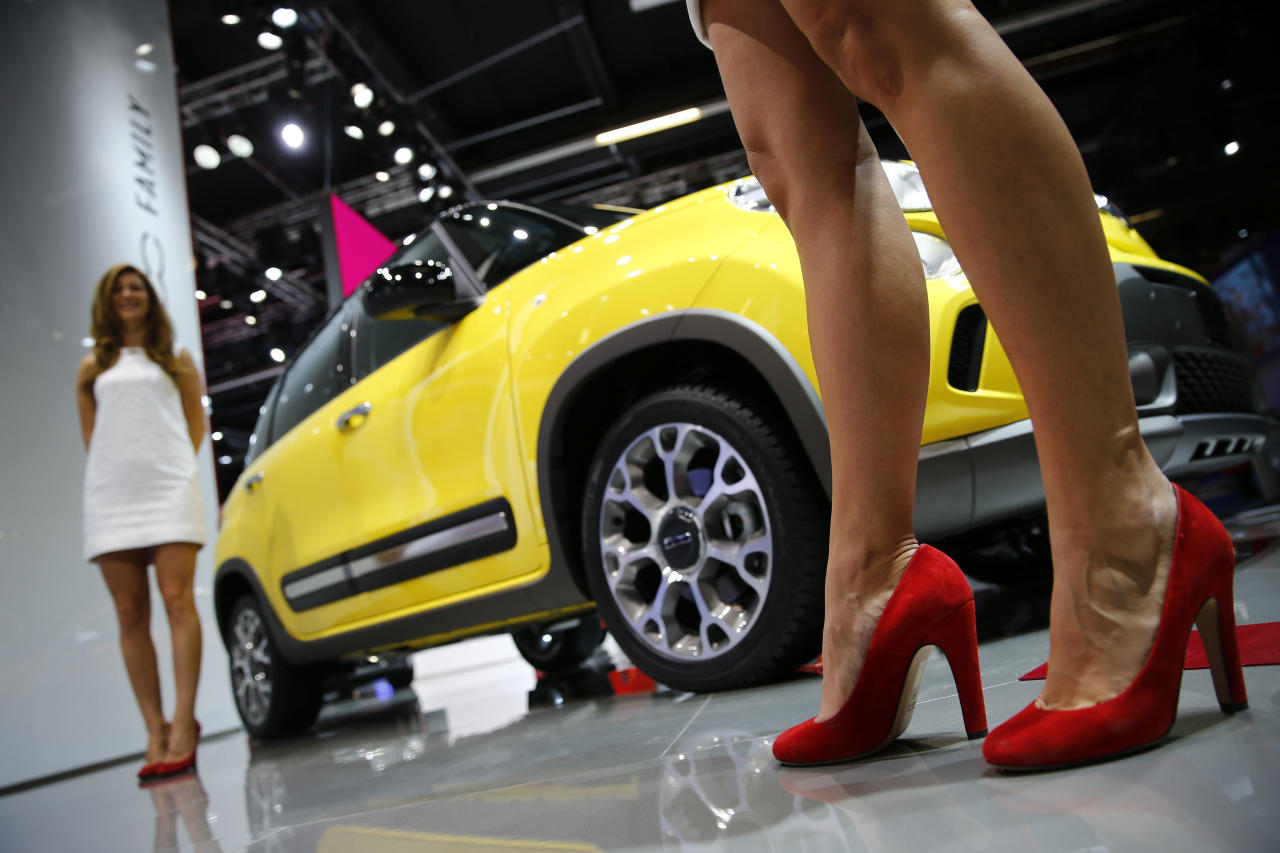 Models pose beside a Fiat 500L Trekking car during a media preview day at the Frankfurt motor show (IAA) September 10, 2013. The world's biggest auto show is open to the public September 14 -22. REUTERS/Kai Pfaffenbach (GERMANY - Tags: BUSINESS TRANSPORT)