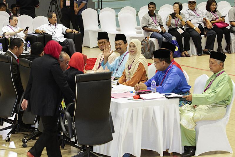 Candidates for the Sungai Kandis by-election, PKR's Mohd Zawawi Ahmad Mughni and BN's Datuk Lokman Noor Adam, submit their election nomination papers at Dewan Besar Tanjung in Shah Alam July 21, 2018.