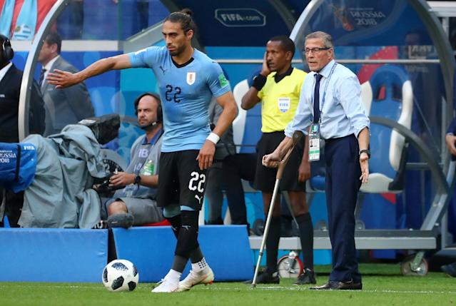 Soccer Football - World Cup - Group A - Uruguay vs Russia - Samara Arena, Samara, Russia - June 25, 2018 Uruguay's Martin Caceres prepares to take a free kick as coach Oscar Tabarez looks on REUTERS/Pilar Olivares