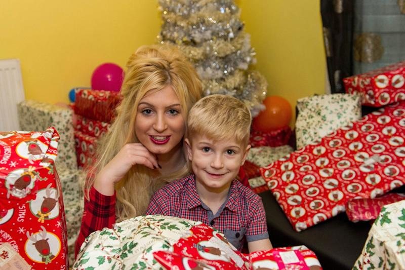 Cristmas Porn - Struggling Mum Becomes Porn Star To Pay For Her Son's ...