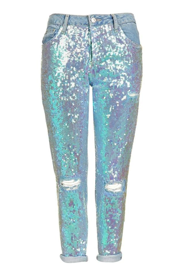 "<p><i><a href=""http://www.topshop.com/en/tsuk/product/moto-sequin-hayden-jeans-5844889?geoip=noredirect&utm_medium=affiliate&network=awin&affiliate_id=79682&cmpid=aff_cont_awuk_79682&geoip=noredirect&awc=6009_1476968420_399d6d10a33a4250ac8bf62450210254"">Topshop, £60</a></i></p>"