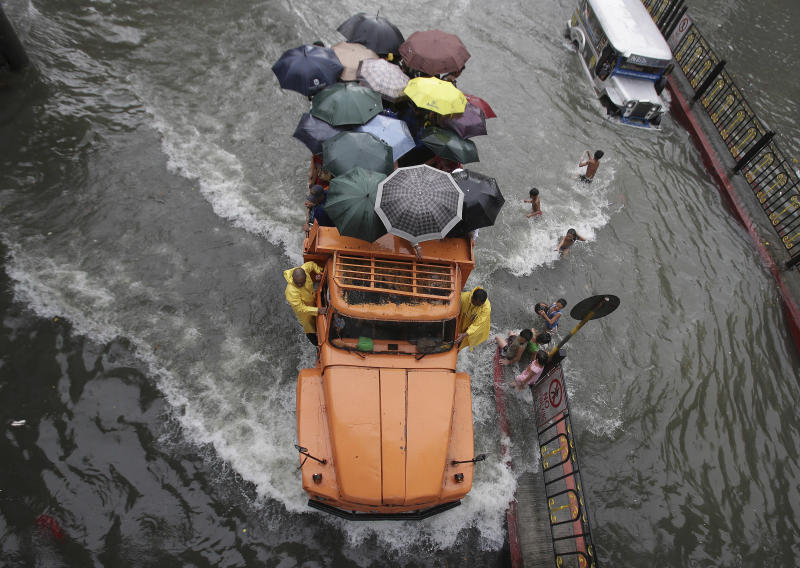 What's making the floods worse in Manila?