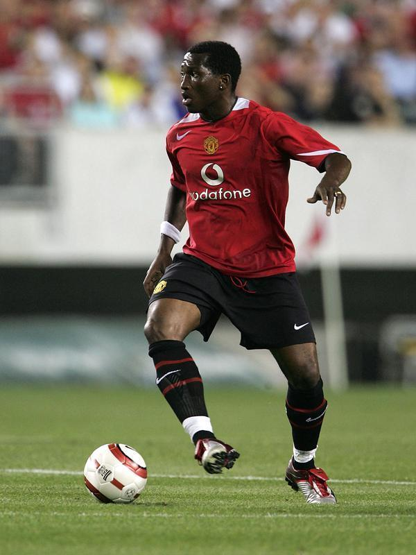 Mantan pemain Manchester United, Eric Djemba-Djemba. (AFP/Phil Cole/Getty Images).