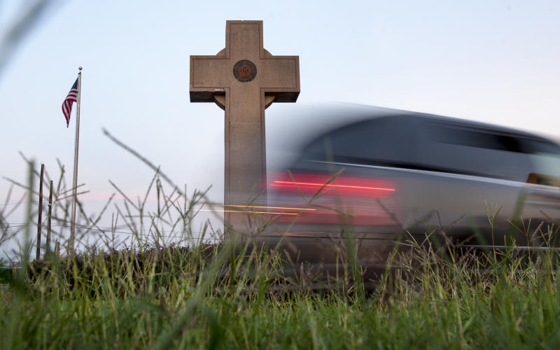 Thousands of vehicles daily pass the Memorial Peace Cross in Prince George's County, Maryland. (The Washington Post via Getty Images)