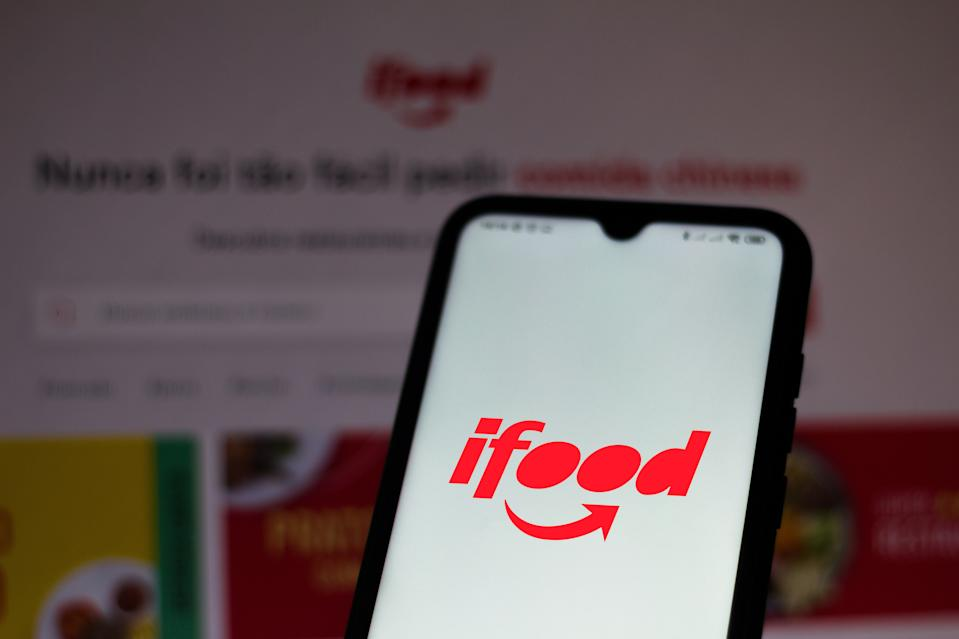 BRAZIL - 2020/07/07: In this photo illustration the iFood logo seen displayed on a smartphone. (Photo Illustration by Rafael Henrique/SOPA Images/LightRocket via Getty Images)