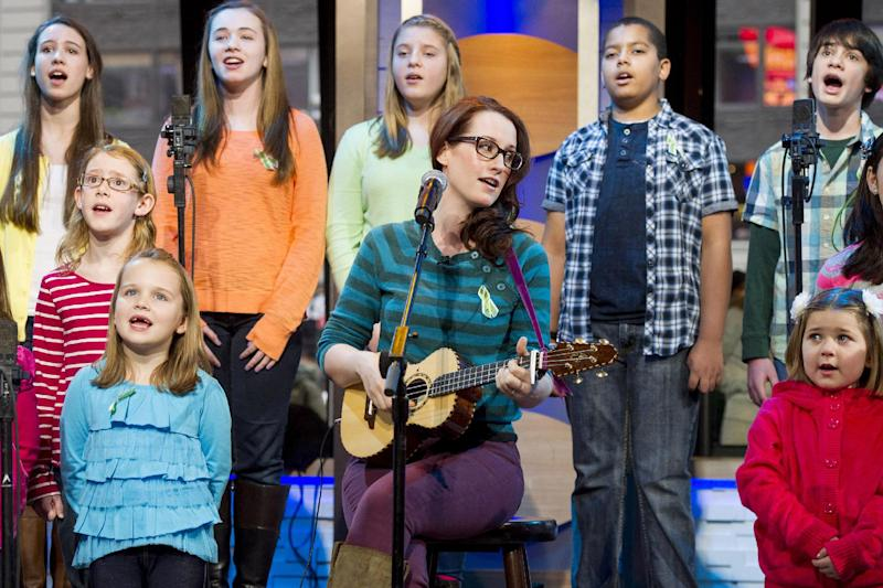 """Ingrid Michaelson accompanied by children from Newtown, Conn. and Sandy Hook Elementary school perform """"Somewhere Over the Rainbow"""" on ABC's """"Good Morning America"""" on Tuesday, Jan. 15, 2013 in New York. (Photo by Charles Sykes/Invision/AP)"""