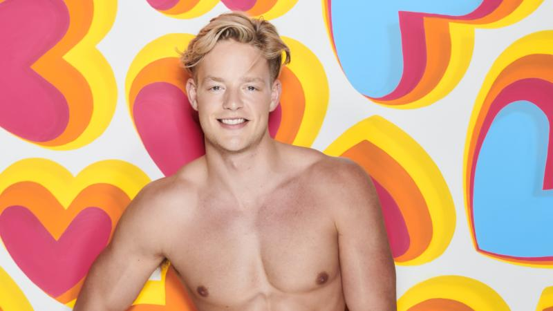 Love Island's Ollie Williams denies shooting animals in trophy-hunting pictures