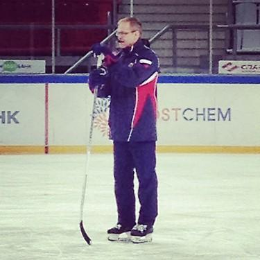Rookie KHL coach Paul Maurice running a Metallurg Magnitogorsk practice. (#NickInEurope)