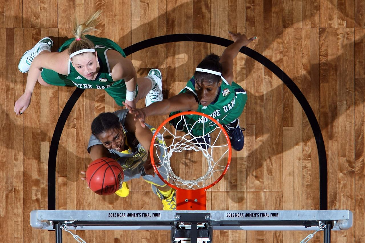 DENVER, CO - APRIL 03:  Brooklyn Pope #32 of the Baylor Bears attempts a shot against Brittany Mallory #22 and Markisha Wright #34 of the Notre Dame Fighting Irish during the National Final game of the 2012 NCAA Division I Women's Basketball Championship at Pepsi Center on April 3, 2012 in Denver, Colorado.  (Photo by Doug Pensinger/Getty Images)