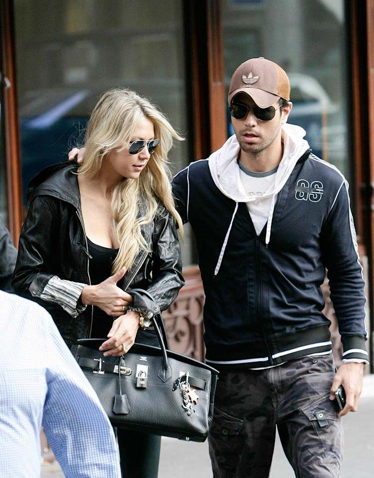 "Anna Kournikova and her main squeeze Enrique Iglesias stroll and shop their way through the streets of Paris while on holiday. KCSPresse/<a href=""http://www.splashnewsonline.com"" target=""new"">Splash News</a> - September 24, 2009"