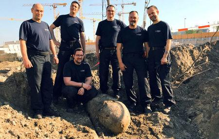 Police defuse WWII bomb in Berlin after mass evacuation