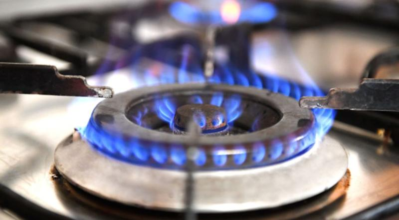 Dr Knibbs says cooking with gas releases chemicals such as nitrogen dioxide and formaldehyde. Source: AAP/Stock.