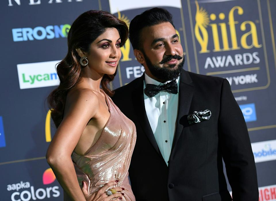 Bollywood Actress Shilpa Shetty arrives with Raj Kundra for the IIFA Awards July 15, 2017 at the MetLife Stadium in East Rutherford, New Jersey during the 18th International Indian Film Academy (IIFA) Festival.  / AFP PHOTO / ANGELA WEISS        (Photo credit should read ANGELA WEISS/AFP via Getty Images)
