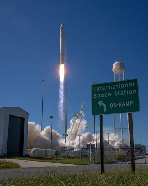 The Orbital Sciences Corporation Antares rocket, with the Cygnus cargo spacecraft aboard, is seen as it launches from Pad-0A of the Mid-Atlantic Regional Spaceport (MARS), Wednesday, Sept. 18, 2013, NASA Wallops Flight Facility, Virginia. A hum