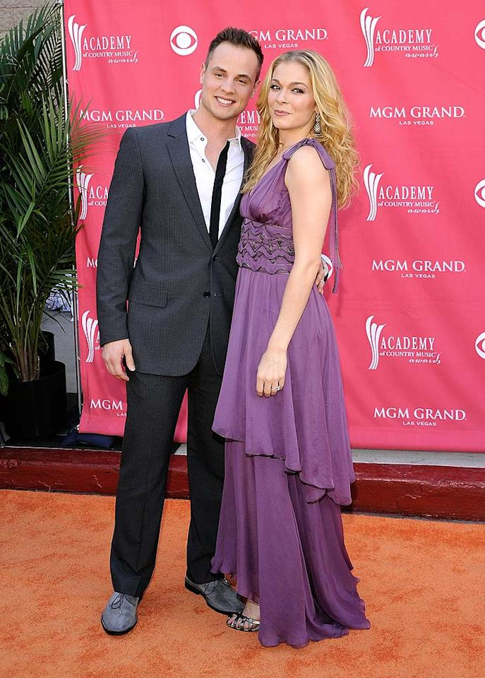 """LeAnn Rimes was quite possibly the belle of the ball in her perfect purple dress. Her hubby Dean Sheremet is one lucky man! Charley Gallay/<a href=""""http://www.gettyimages.com/"""" target=""""new"""">GettyImages.com</a> - May 18, 2008"""