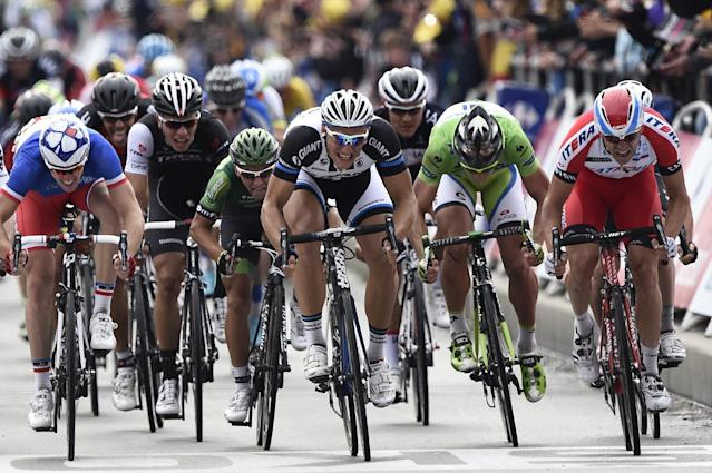 Cyclists during the fourth stage of the Tour de France between Le Touquet-Paris-Plage and Lille on July 8, 2014 (AFP Photo/Lionel Bonaventure)