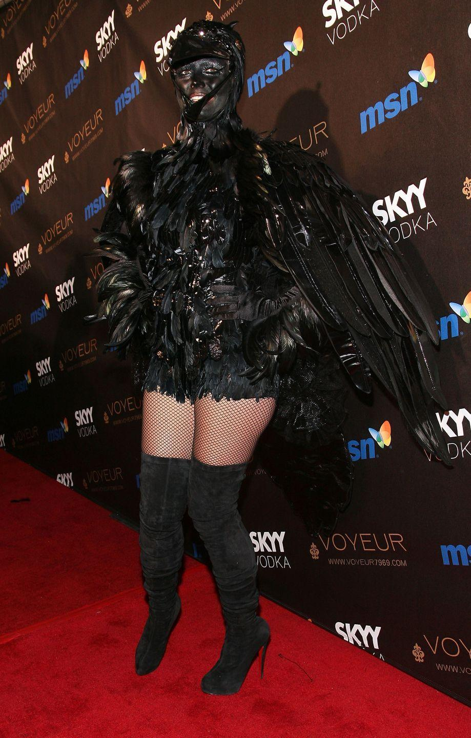 <p>In 2009, Heidi and her then-husband Seal wore matching Crow outfits. </p><p>We haven't a clue how they drank that night, but we're thinking straws might have been required. </p>