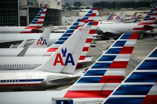 American Airlines profit falls, unit revenue gains