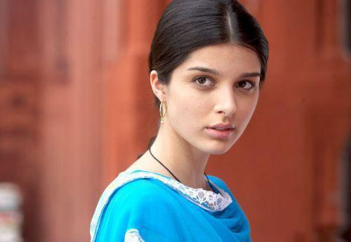 'Harleen Kaur' was the old fashioned, simple Punjabi girl in <em>Love Aaj Kal. </em>She was the quieter love interest in Rishi Kapoor's story set in the past. Though Deepika was the main lead, and had claimed all of her audience's attention with her powerful acting and captivating screen presence, 'Harleen' soemhiw managed to sneak in and stay alive in our sub-conscious. Its been 10 years since this movie released, but you recognized this face, just in one screen-grab from the movie - didn't you?