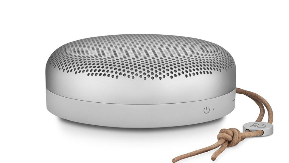 """<p>This portable little speaker packs some serious sound, and also comes in a moss green perfect for dad. </p><p>$223; <a rel=""""nofollow"""" href=""""http://www.beoplay.com/products/beoplaya1#buy"""">Bang & Olufsen</a></p>"""