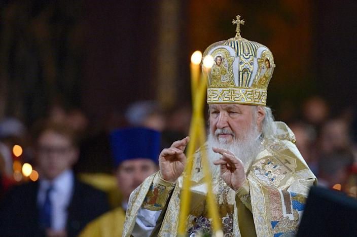 Russian Patriarch Kirill celebrates a Christmas service in Christ the Savior cathedral in Moscow early on January 7, 2016 (AFP Photo/Natalia Kolesnikova)