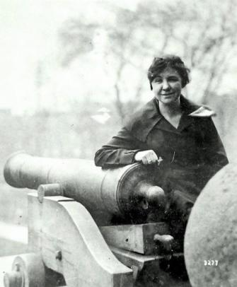 <p>Loretta Walsh was the first woman to serve in the armed forces in a non-nursing capacity. In 1917, she enlisted in the US Navy (making her the first female to do that too), being the first woman to reach the rank of chief petty officer. Loretta was the first to sign up after rules changed, allowing women to enlist as yeoman; a job which focused on clerical work, radio operating and producing ammunition. She served for her full four years, before tragically dying at the age of 29. <i>[Photo: Library of Congress]</i> </p>
