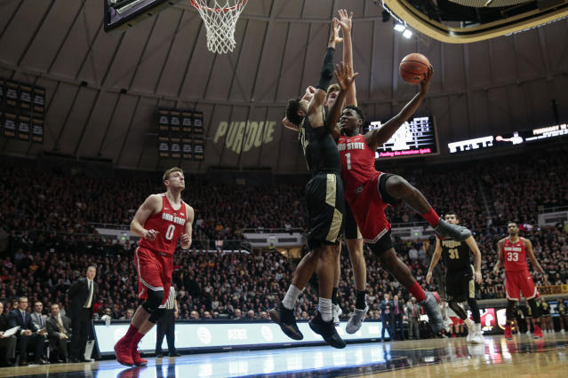 "Ohio State forward <a class=""link rapid-noclick-resp"" href=""/ncaab/players/126279/"" data-ylk=""slk:Jae'Sean Tate"">Jae'Sean Tate</a>, right, tries to shoot around Purdue defenders Vincent Edwards, left, and Matt Haarms during the first half of an NCAA college basketball game in West Lafayette, Ind., Wednesday, Feb. 7, 2018. (AP Photo/AJ Mast)"