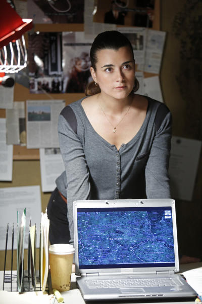 """This publicity image released by CBS shows Cote de Pablo in a scene from ""NCIS."" De Pablo will not be returning to the series. CBS Corp. chief executive Les Moonves said Monday, July 29, 2013, that every effort was made to keep actress Cote de Pablo on TV's highest-rated show, ""NCIS."" (AP Photo/CBS, Cliff Lipson)"