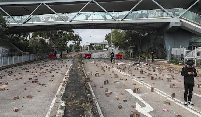 Protesters set up roadblocks outside CityU. Photo: Sam Tsang