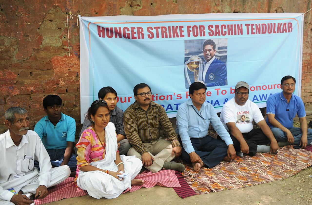 "Fans of Indian cricketer Sachin Tendulkar take part in a hunger strike protest demanding the government award Tendulkar the Bharat Ratna, India's highest civilian award, in New Delhi on April 24, 2012, on the occasion of Tendulkar's 39th birthday. In controversial remarks, Press Council chairperson Justice Markandey Katju said that giving Bharat Ratna to cricketers and film stars, who have ""no social relevance"", is making a ""mockery"" of the award. AFP PHOTO/RAVEENDRAN (Photo credit should read RAVEENDRAN/AFP/Getty Images)"