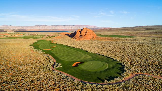 "<div class=""caption""> Sand Hollow's 565-yard 10th, splattered with bunkers, is a prelude to a fantasy-golf back nine. </div> <cite class=""credit"">Brian G. Oar - Fairways Photography</cite>"