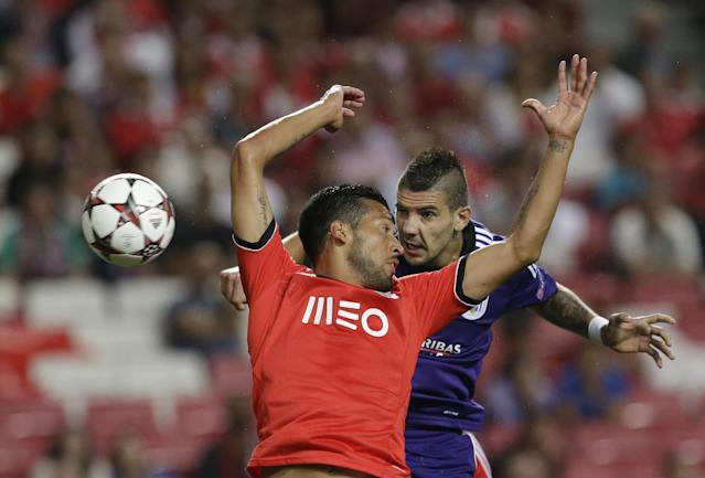 Anderlecht's Alexandar Mitrovic, right heads past Benfica's Ezequiel Garay during the Champions League group C soccer match between Benfica and Anderlecht Tuesday, Sept. 17, 2013, at Benfica's Luz stadium in Lisbon. (AP Photo/Armando Franca)
