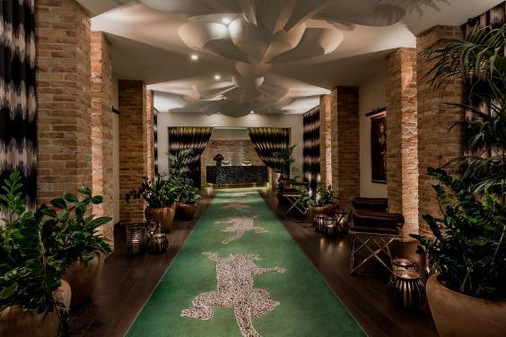 The dramatic reception area at Hotel Zoo (Hotel Zoo)