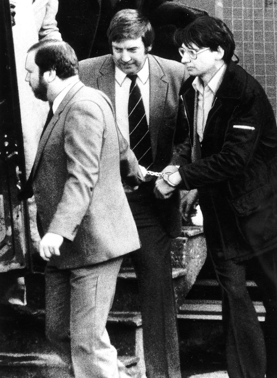 Crime Dennis Nilsen The house of horrors killer who butchered 15 young men being led from prison van by police. (Photo by Daily Mirror/Mirrorpix/Getty Images)