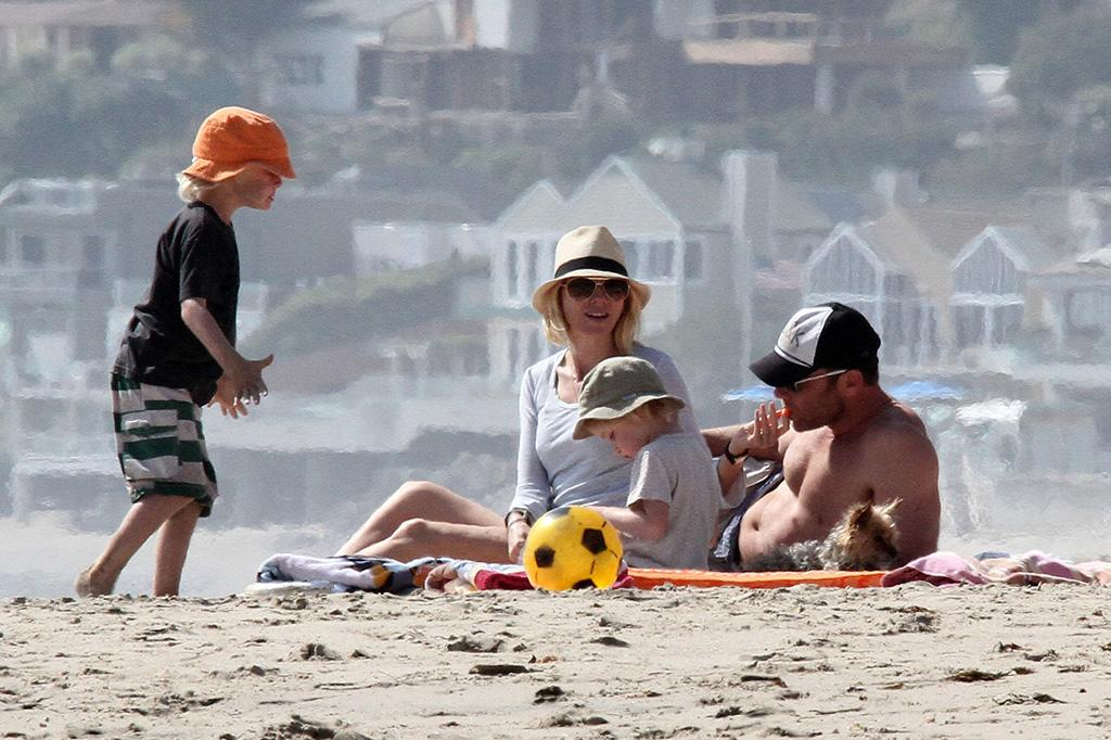 b93035, LOS ANGELES, CALIFORNIA - Saturday March 23, 2013. Naomi Watts seen with family and some friends at the beach in Los Angeles. Photograph: © Bunny, PacificCoastNews.com **FEE MUST BE AGREED PRIOR TO USAGE** **E-TABLET/IPAD & MOBILE PHONE APP PUBLISHING REQUIRES ADDITIONAL FEES** LOS ANGELES OFFICE: +1 310 822 0419 LONDON OFFICE: +44 20 8090 4079