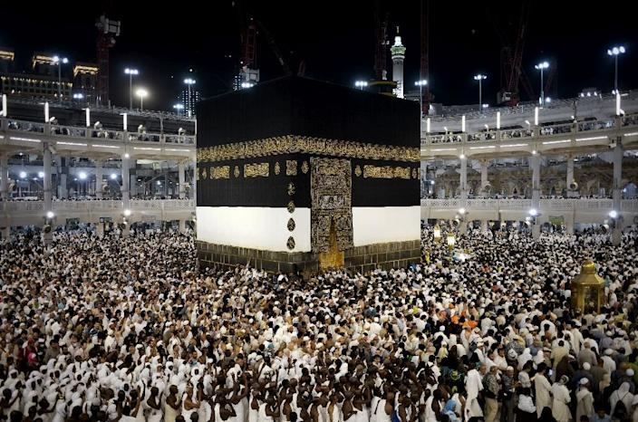 Muslim pilgrims circle Islam's holiest shrine, the Kaaba, at the Grand Mosque in the Saudi holy city of Mecca, on September 20, 2015 (AFP Photo/Mohammed Al-Shaikh)