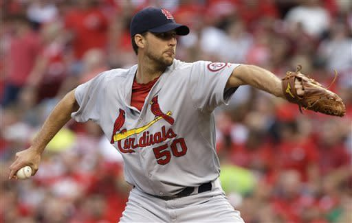 Wainwright gets 9th win, Cardinals pound Reds 9-2