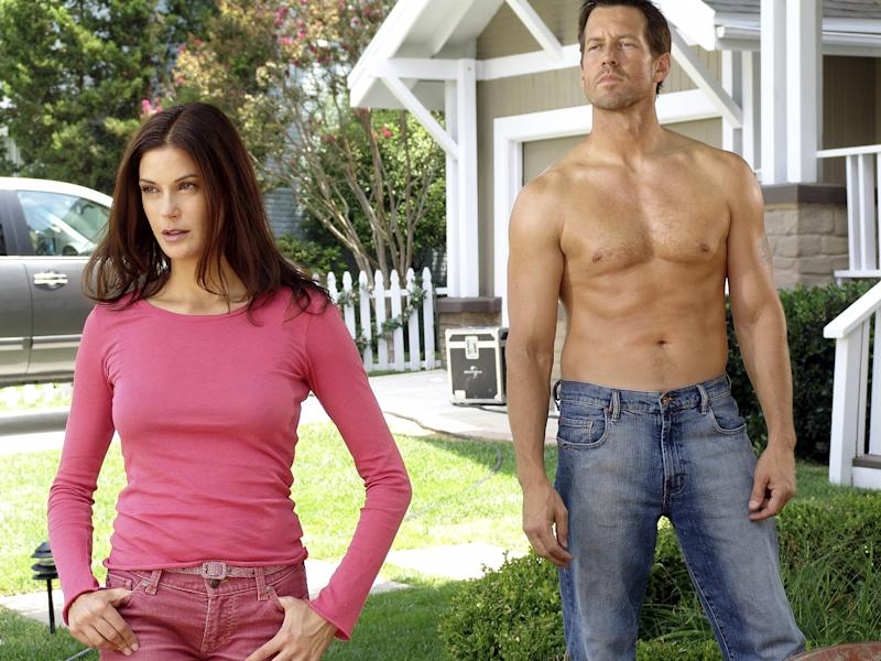 Teri Hatcher and James Denton in Season 1 of 'Desperate Housewives' (Photo: Danny Feld / © ABC / Courtesy: Everett Collection)