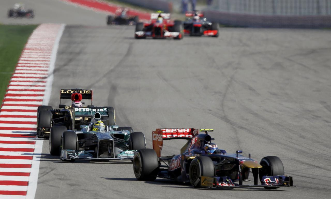 Toro Rosso Formula One driver Daniel Ricciardo (R) of Australia drives ahead of Mercedes Formula One driver Nico Rosberg (C) of Germany and Lotus Formula One driver Heikki Kovalainen of Finland during the Austin F1 Grand Prix at the Circuit of the Americas in Austin November 17, 2013. REUTERS/Mike Stone (UNITED STATES - Tags: SPORT MOTORSPORT F1)