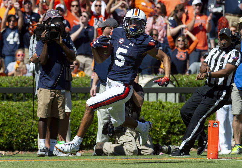 Auburn wide receiver Anthony Schwartz (5) runs in a 76-yard touchdown reception during the first half of an NCAA college football game against Tennessee, Saturday, Oct. 13, 2018, in Auburn, Ala. (AP Photo/Vasha Hunt)