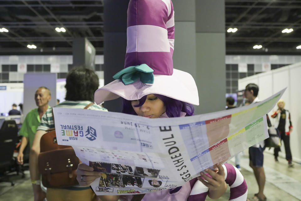 <p>A cosplayer reading a map of the exhibits at the Asia Game Festival 2018. (PHOTO: Don Wong) </p>