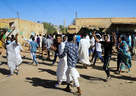 Sudanese demonstrators march along the street during anti-government protests after Friday prayers in Khartoum, Sudan January 11, 2019. REUTERS/Mohamed Nureldin Abdallah